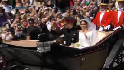 Pangeran Harry dan Meghan Markle Diarak dengan Kereta Kencana