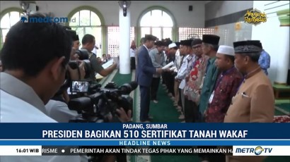 Jokowi Bagikan 510 Sertifikat Tanah Wakaf di Kota Padang
