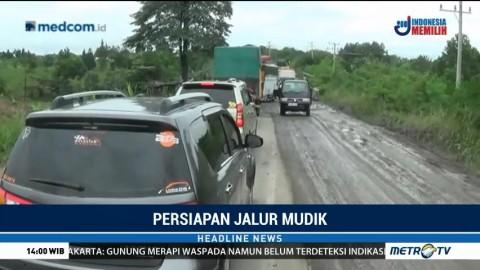 Jalan Rusak di Jalur Mudik Lintas Timur Sumatera