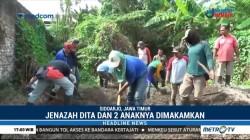 Jenazah Dita dan Dua Anaknya Dimakamkan di Makam Dinsos Sidoarjo