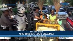 Ada 'Zebra' Bagi-bagi Takjil di Pati