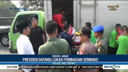 Jokowi Bagi-bagi Sembako di Pulo Geulis Bogor