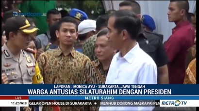 Jokowi Bagikan Tiga Ribu Paket Sembako di Solo