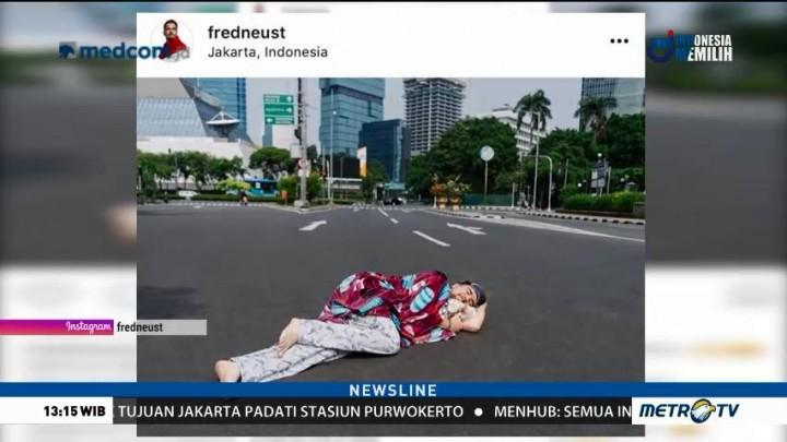 Jalanan Sepi, Warga Jakarta Tidur di Tengah Jalan