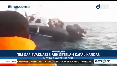 Petugas Evakuasi Tiga ABK Korban Kapal Terbalik di Kupang