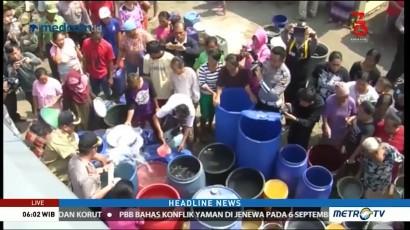 Polisi Distribusikan Bantuan Air Bersih ke Cilacap dan Grobogan