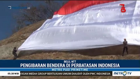 Polres Belu Bentangkan Bendera Merah Putih Raksasa di Perbatasan