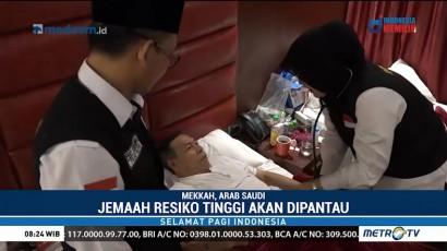 Petugas Cek Kesehatan Jemaah Jelang Wukuf di Arafah
