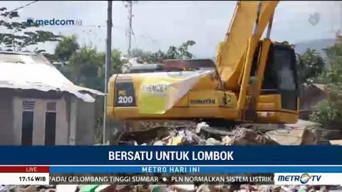 TNI-Dinas PU Bersihkan Puing Sisa Gempa Lombok