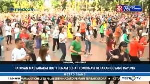 Ratusan Warga Surabaya Ikuti Senam Sehat Goyang Dayung Jokowi