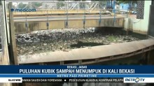 Sampah Menumpuk di Pintu Air Bendung Bekasi