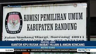 Kantor KPU Bandung Rusak Akibat Hujan dan Angin Kencang