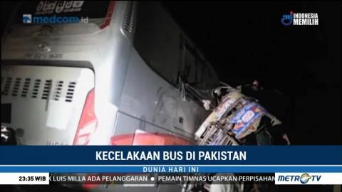 19 Orang Tewas Akibat Kecelakaan Bus di Pakistan