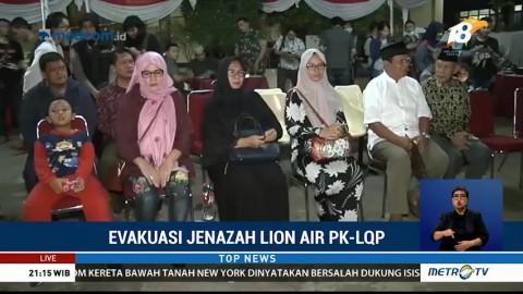 Keluarga Menanti Upacara Serah Terima Jenazah Korban Lion Air