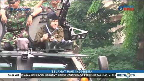 Tri Rismaharini Naik Tank Anoa di Parade Juang