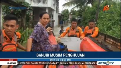 Basarnas Evakuasi Korban Banjir Palembang