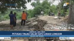 Petugas Balai Besar Tinjau Titik Longsor di Sungai Bengawan Solo