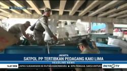 Satpol PP Tertibkan PKL Tanah Abang