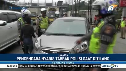 Hindari Razia, Pengendara Mobil Nyaris Tabrak Polisi
