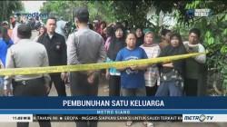 Polisi Tutup Jalan ke Lokasi Rekonstruksi Pembunuhan Satu Keluarga di Bekasi