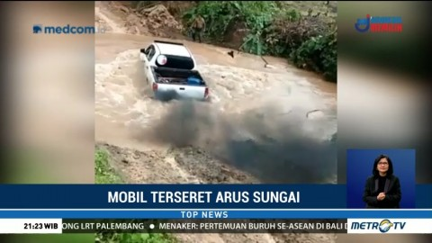 Detik-detik Mobil Anak Bupati Mamuju Tengah Terseret Arus Sungai