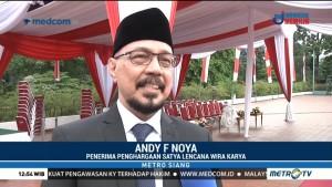 Andy Noya Terima Penghargaan Satya Lencana Wira Karya