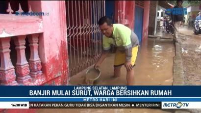 Warga Lampung Selatan Mulai Bersihkan Sisa Banjir Bandang