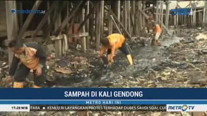 Dinas LH DKI Klaim Rutin Bersihkan Sampah di Kali Gendong