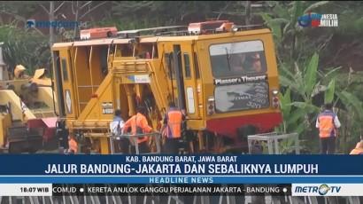 Kereta Perawatan Jalan Rel Anjlok di Bandung Barat