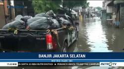 Jalan Kemang Utara Tergenang Air Setinggi Satu Meter