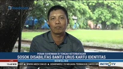 Pria Difabel Ini Bantu Warga Urus Kartu Identitas