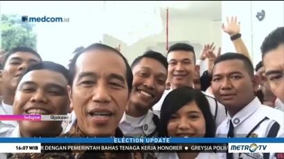 Jokowi Ngevlog Bareng Satpam di Istana