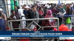 Ribuan Pemudik Padati Stasiun Pasar Senen