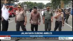 Gubernur Jatim Tinjau Lokasi Jalan Ambles di Surabaya