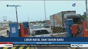 Banyak Pengendara Berhenti di Bahu Jalan Tol Semarang-Batang