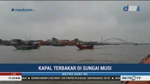 Kapal Terbakar di Sungai Musi Diduga Akibat Percikan Api
