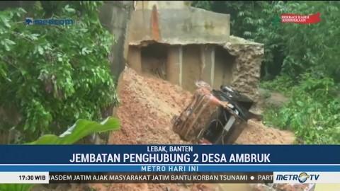 Jembatan Penghubung Dua Desa di Lebak Ambruk