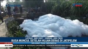 Lautan Busa di Jombang Diduga dari Limbah Pabrik