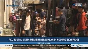 PKL Tanah Abang Lebih Pilih Berjualan di Kolong <i>Skybridge</i>