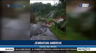 Jembatan Plompong Brebes Ambruk Akibat Tergerus Arus Sungai