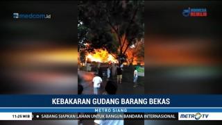 Sebuah Gudang Barang Bekas di Bogor Terbakar