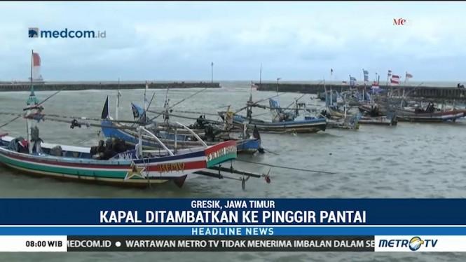 Gelombang Tinggi, Nelayan Gresik Pilih Tak Melaut