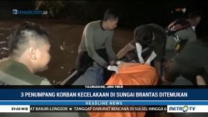 TNI AL Bantu Evakuasi Korban Mobil Tercebur ke Kali Brantas