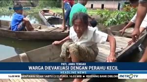 Korban Banjir Pati Dievakuasi ke RS dengan Perahu