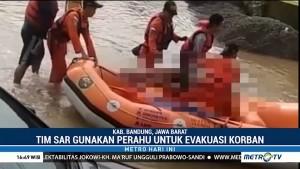 Warga Bandung Tewas Diduga Tersengat Listrik Saat Banjir