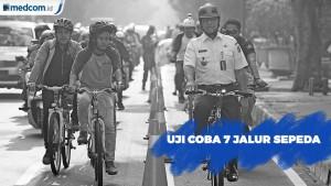 Anies Baswedan Gowes Sepeda ke Kantor