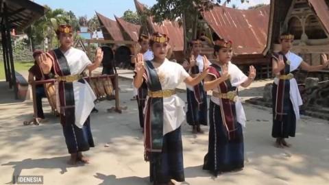 Sejarah Tari Simonang - Monang