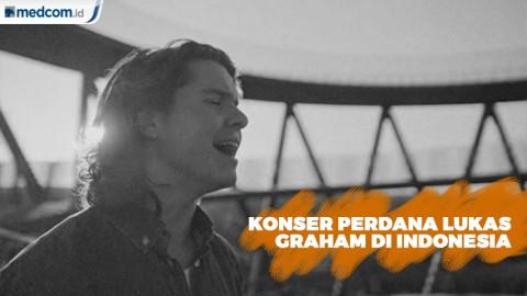 Konser Perdana di Indonesia, Lukas Graham Pakai Batik