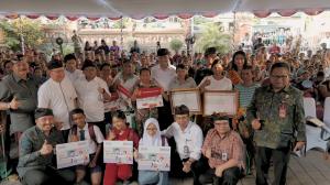 Penyerahan Alat Bantu Aksesibilitas Sensorik Netra, BPNT dan PKH, Tabanan Bali