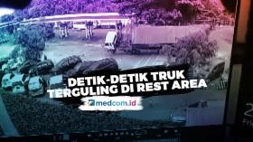Detik-detik Truk Kontainer Terguling di Rest Area Tol Cipularang KM 97